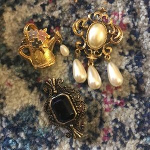 Vintage pin set